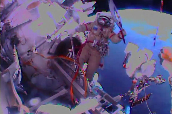 olympic-torch-spacewalk-cosmonaut
