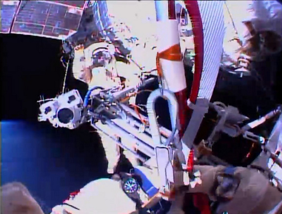 olympic-torch-spacewalk-cosmonauts-wave